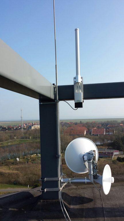 De P2P links in Ned naar Hollum en Drachten alsook de antenne voor het accesspoint.